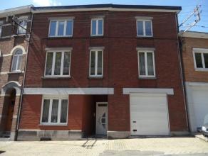 Spacieuse maison composée de 3 unités locatives. Il se compose comme suit:- au rez-de-chaussée un studio et un garage. PEB: G (53