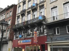 Plein coeur de Liège, vue sur l'église Saint-Denis, immeuble de rapport , 5 étages, avec rez commercial, 3 appartements (1r, 2i&e