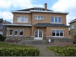 Située un axe principal de Haccourt reliant Oupeye à Visé, belle Villa 4 façades à louer en habitation ou à