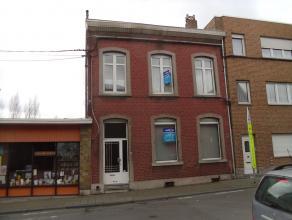 Immeuble de rapport comprenant 1 rez-de-chaussée commercial ainsi que 2 appartements 1 chambre. Composition: rez-de-chaussée: salon de c
