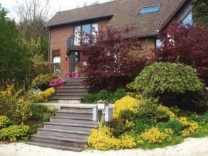 Superbe villa idéalement située dans un quartier résidentiel calme et proche du centre de Herve. Le jardin est superbement am&eac