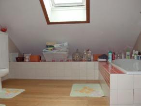 Terrain 843m² : Living, salon, cuisine équipée, 4 chambres à coucher, salle de douche, salle de bain, wc, caves, garage, jar