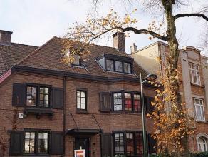 Proche Brugmann, belle et spacieuse maison de charme et de caractère de +/-240m² habitable, rénovée.Beau living avec feu-ouv