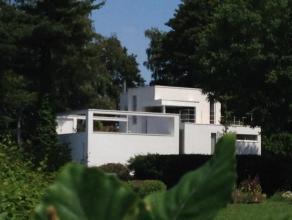 Lumineuse villa contemporaine, située dans un des meilleurs quartier Bruxellois (Observatoire), Accès à la maison par chemin priv