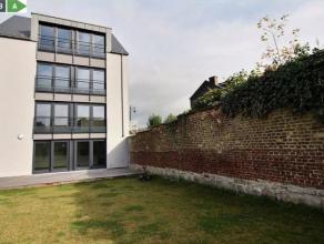 A proximité du centre de Namur et des ses facilités (Commerces, écoles et transports en commun)<br /> Ce magnifique appartement e