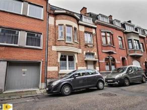 SAINT-SERVAIS<br /> Maison de ville dans un très bon état d'entretien bénéficiant de 3 chambres et dont la situation proch