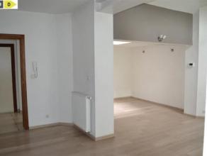 NAMUR<br /> Très bel appartement rez de chaussée situé à quelques pas du centre de Namur.<br /> composition: 2 chambres, b