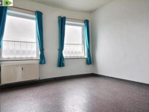 SAINT SERVAIS<br /> Appartement 1 chambre situé sur la chaussée principale. Proche de toutes les facilités citadines (commerces,