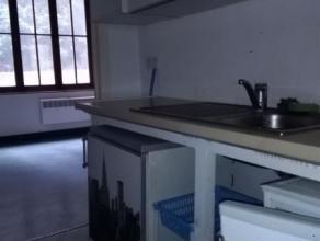 Venez découvrir sans plus attendre ce studiode 40 m² avec coin cuisine et salle de bains individuelle. <br /> A proximité du centre