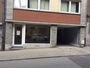 NAMUR - Rue Galliot, 13  Petit commerce de 15 m2 avec box de rangement et un emplacement pour une voiture citadine. L'ensemble se situe non loin du ro