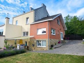DAVE... Spacieuse Maison en très bon état comprenant :  une cuisine équipée , un spacieux  living, salon,  4 chambres, 1 S
