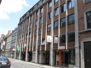 Rue Godefroid, 20/20 à 5000 Namur.Appartement de 80 m² situé au 5e étage arrière gauche. Comprenant : Hall - s&eacute