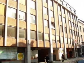 Rue Godefroid 20 à 5000 NAMUR. Emplacement de parking couvert idéalement situé, avec ouverture télécommandée