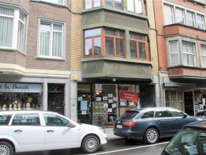 Rue des Croisiers, 22 à 5000 Namur. Rez de chaussée commercial en deux parties idéalement situé au centre de Namur. Il com