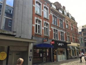 Rue de la Monnaie, 13 à 5000 NAMUR. Rez commercial de +- 80m² avec logement au 1er étage avec ascenseur, idéalement situ&eac