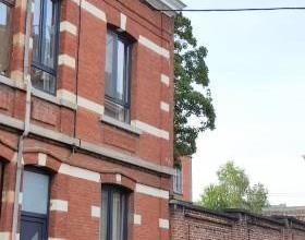 A VISITER SANS TARDER - Ds un quartier calme proche de la gare et du centre (10 min à pied), laissez-vous charmer par cette maison de ville sai
