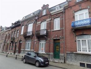 A louer, appartement 1 chambre, idéalement situé dans le centre de Saint-Servais, à proximité de toutes les commodit&eacut