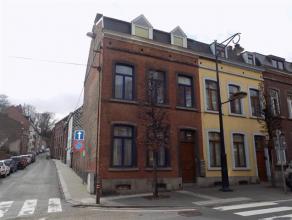 A louer, appartement 1 chambre, au 2e étage de l'immeuble, idéalement situé dans le centre de Salzinnes, à proximit&eacute