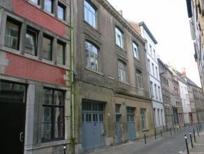 A louer, studio situé au cur du vieux Namur, au rez-de-chaussée de l'immeuble, bénéficiant de tout le confort. Idéa