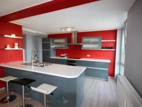 Superbe appartement situé à Mont-sur-Marchienne, proche de toutes les commodités. Celui-ci est situé au 5ème &eacut