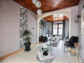 Superbe maison rénovée entièrement avec des matériaux de qualité, située à proximité des comme