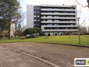 Dans un très beau parc privé à l'écart de la route avec uniquement 2 immeubles, un appartement 1 chambre avec living, cuis