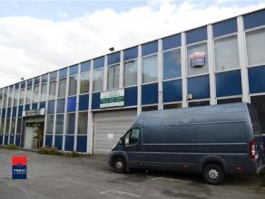 GOSSELIES : Plateau de bureaux situé au 1er étage bénéficiant d'une superficie de +/- 200m². Accès facile aux
