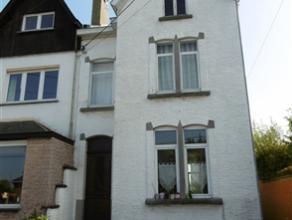 FLEURUS: Belle maison 3 façades à rafraîchir, avec passage latéral sise sur 5 ares d'un terrain arboré avec pi&egrav