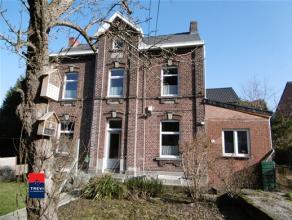 MARCINELLE: Belle maison de maître 4 façades sise dans un clos privé et arboré de 3 ares, à l'écart de la vil