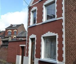 MARCINELLE: Bonne maison 3 façades avec garage 2 voitures, sise dans une rue calme et tranquille à deux pas de la gare de Charleroi Sud,