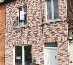 MONT SUR MARCHIENNE : Maison uni familiale 2 façades, avec jardin, au pied d'axes routiers et à 2 pas de commerces et écoles. Com