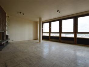 CHARLEROI VILLE BASSE : Bel appartement deux chambres situé au 10ème étage. Proximité de la gare de Charleroi et du Boulev