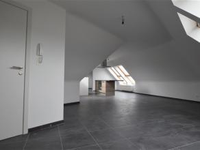 Châtelineau : Nouvelle construction/1e occupation,Appartement 5e étage type studio sous les toits.Composition: Living(50 m²)avec cui