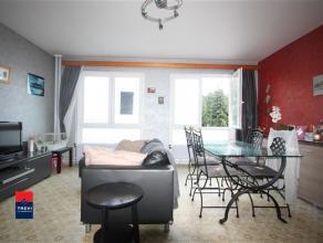 GILLY : Appartement 2 chambres 1er étage avec balcon et jardin commun. Superficie : +/-70 m². Hall d'entrée avec vestiaire, espace