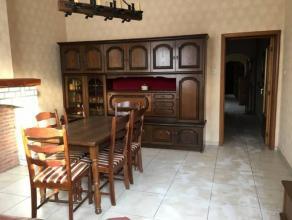 Bonne et spacieuse maison comprenant : salle à manger, salon, cuisine, salle de bain, 2 grande chambres, grenier aménageable en 2 chambr
