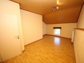 Mont-sur-Marchienne : à louer proche de toutes commodités duplex comprenant hall, cuisine équipée, salle de bain, 2 &agrav