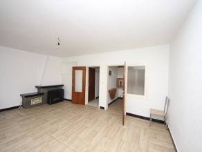 VISITES : 0494/52.34.43Namur : à louer au 2ème étage appartement comprenant salon, cuisine, hall, salle de bain, deux chambres, g