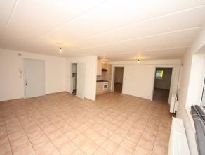 Chapelle-lez-Herlaimont : à louer proche de toutes commodités appartement au 1er étage comprenant hall, living en L avec cuisine