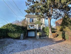 Belle villa bien agencée proche de toutes facilités avec garage et jardin sans vis à vis.Composée:au rez: spacieux hall d'