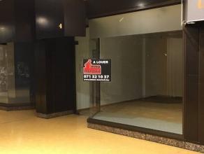 Situé dans la galerie Eldo, centre-ville de CharleroiRez commercial d'une superficie de 38m² comprenant une pièce commerciale et un