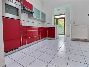 Ref. agence : mhab0273Disponible de suiteBonne maison composée de :Parking en avant courRDC : Salon ,séjour, cuisine équip&eacute