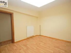 """Au centre de Gilly: Lumineux appartement 2 chambres  au 1° étage à proximité des """"quatre-bras"""". <br /> Loyer :600 euros + 30"""