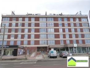 Bel appartement lumineux en parfait état (+/-70 M²) avec garage fermé.  L'appartement est situé au 1er étage, &agrave