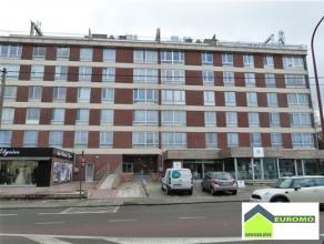 Bel appartement situé au 5ème étage à l'arrière de l'immeuble - très calme - proche du centre et de toutes f