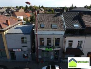 Appartement-duplex , en plein centre de Mont/S/Marchienne - accès facile aux transports en commun et axes autoroutiers proches des école