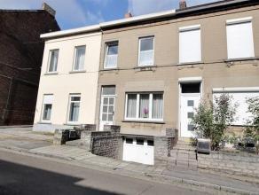 A 2 pas du ring de Charleroi, très bonne maison en parfait état avec beau jardin et garage 1 voiture comprenant : Sous-sols : cave de ra