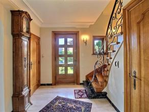 OPTION !!! Située dans un superbe quartier à proximité des grands axes, superbe villa sise sur un terrain de 20 ares comprenant :