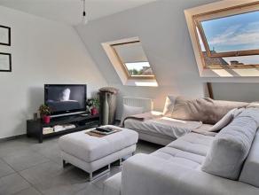 Idéalement situé, bel et lumineux appartement (construction 2008) de 110m² avec garage et cave comprenant : Hall dentrée ave