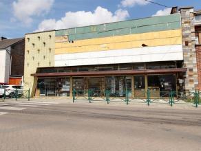 Entre Nivelles et Charleroi, face à une école, à proximité immédiate de lautoroute et de la gare, espace commercial