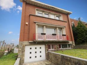 Spacieuse villa 4 façades idéalelement située au calme non loin du centre de Charleroi. Hall, spacieux living, salon, cuisine &ea